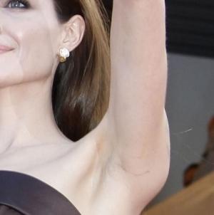 Анджелина Джоли увеличение груди через подмышки