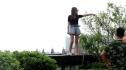 Китаянка хотела спрыгнуть с крыши из-за неудачной пластической операции