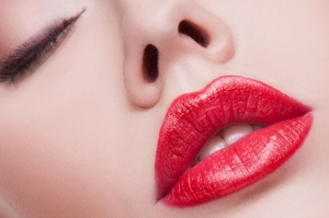 Пластика губ Булхорн