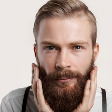 Пересадка бороды, усов и бакенбард:  три варианта обрасти волосами