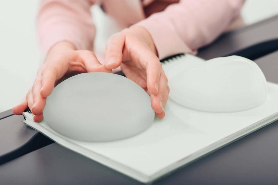 Как правильно выбрать грудные импланты